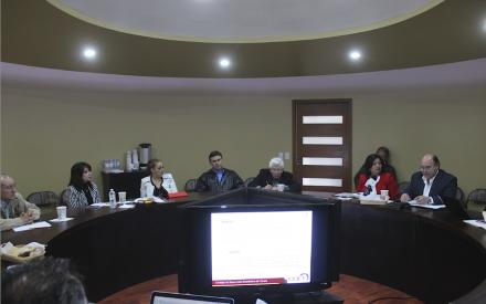Nereida Fuentes firmar carta compromiso con el CDET