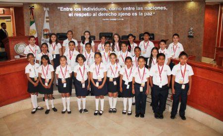 Niños legislando en Baja California