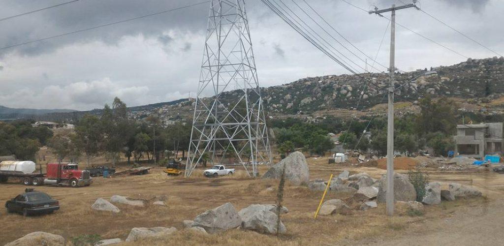 Cementera se instala ilegalmente debajo de torre de CFE