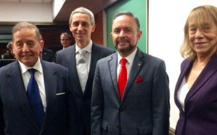El Embajador Castro Trenti obtuvo el grado académico: Maestro en Relaciones Internacionales por la Universidad de Belgrano