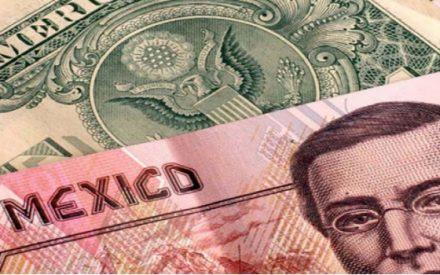 El peso mexicano sufre depreciación histórica: 20 pesos por dólar.