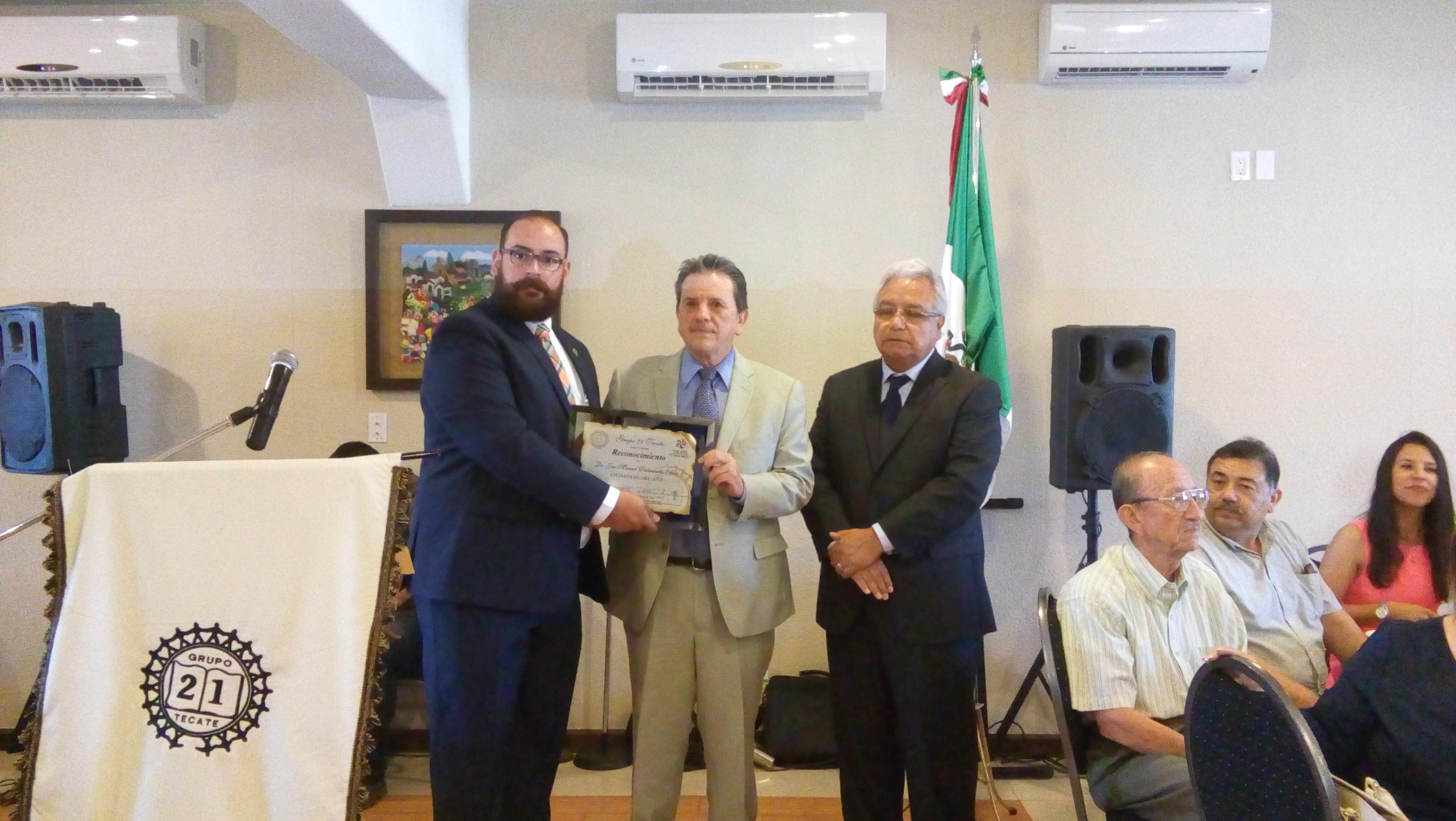 Grupo 21 de gala ciudadano del año Dr. José Manuel Valenzuela Arce