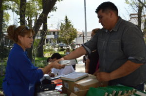 Entregan Focos Ahorradores en Tecate