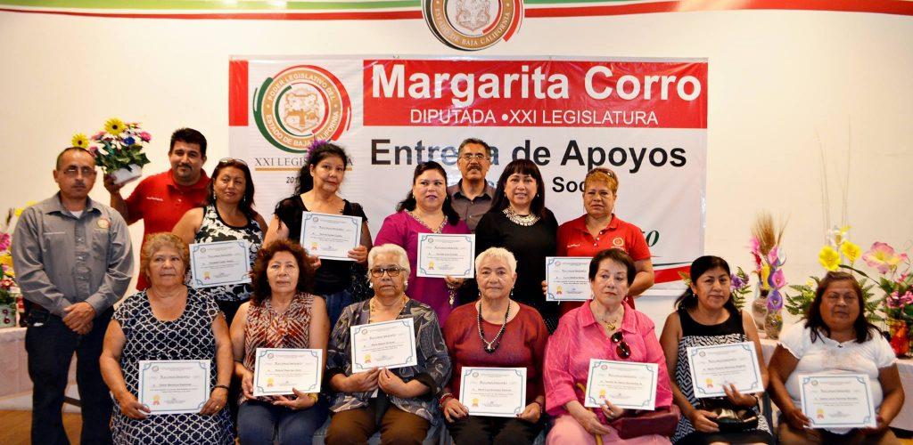 La Legisladora Margarita Corro clausura taller de manualidades en foamy