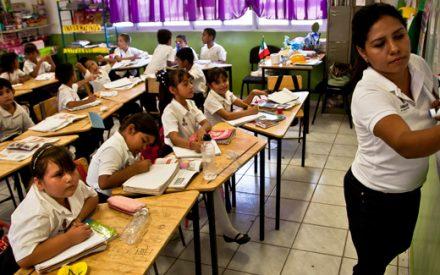 Maestros con buenas calificaciones recibirán aumento salarial