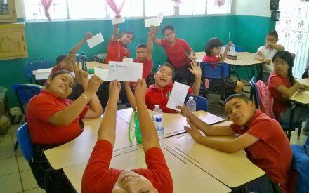 Intercambian cartas escritas en inglés 5 escuelas del municipio