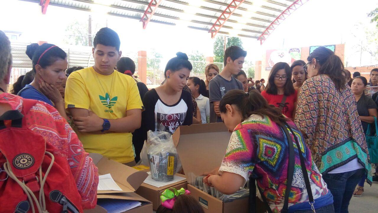 Entrega de apoyos a estudiantes de Tecate