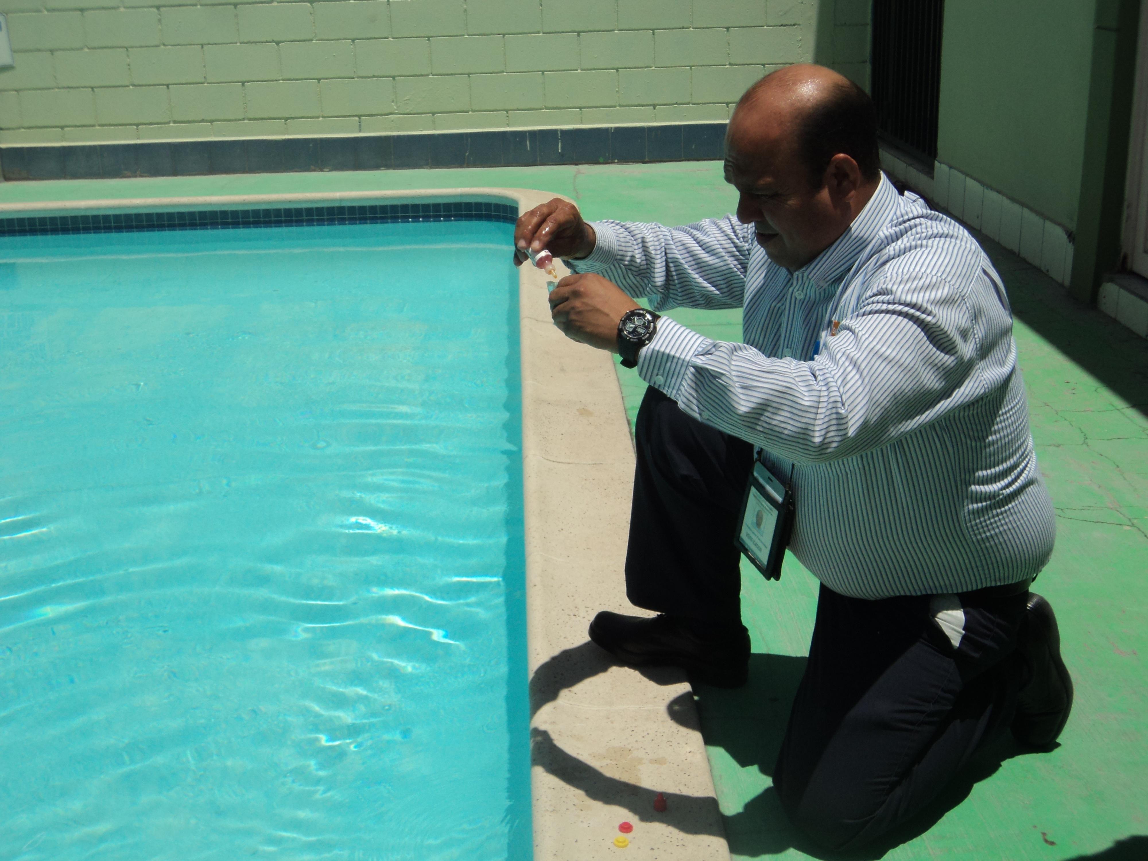En Baja California Albercas en constante vigilancia