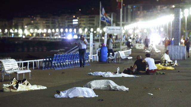 Atentando terrorista en Niza, Francia, 73 muertos, 100 heridos