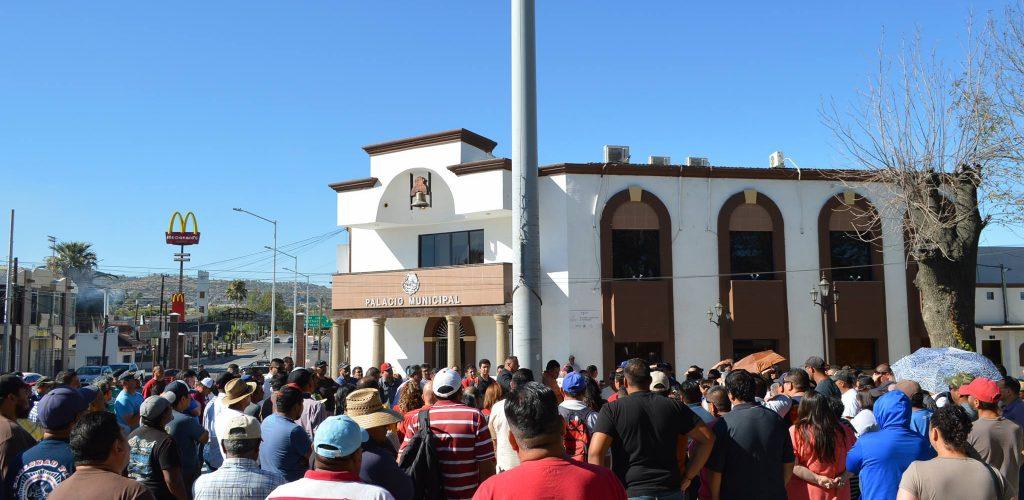 50 burócratas privilegiados ganan 1 millón de pesos al mes, piden 300 mil más