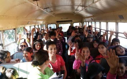 Estudiantes de primaria disfrutan paseo de verano