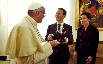 Papa Francisco recibió a Mark Zuckerberg en el Vaticano