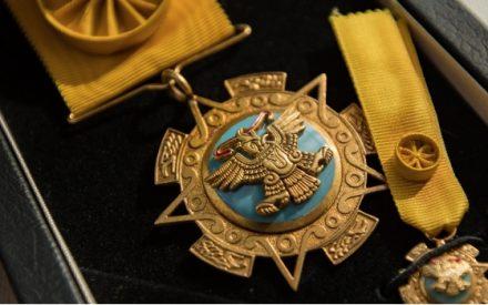Condecoran con Águila Azteca Embajador de Emiratos Árabes Unidos