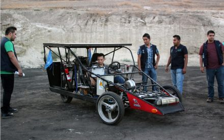 Alumnos de la UTT diseñan auto solar