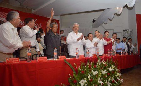 Reeligen a Eligio Valencia como dirigente de la CTM