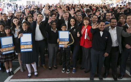 """Becas de transporte a estudiantes y certificaciones """"Hoy joven seguro"""" en Tecate"""