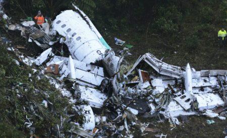 Se estrella avión de equipo brasileño de fútbol; hay 76 muertos