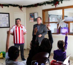 Niños y niñas de casas hogar con entrada gratis a pista de hielo: DIF Municipal