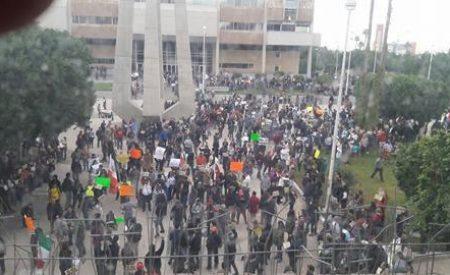 Multitudinaria marcha en Mexicali contra gasolinazo y Ley de Aguas