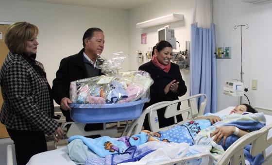 Da la bienvenida alcaldesa Nereida Fuentes a los primeros bebés del 2017