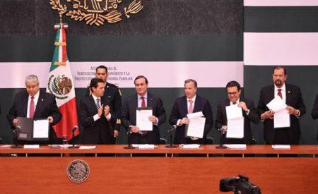 Ante gasolinazo, firman acuerdo para proteger economía familiar