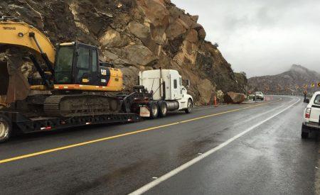 Deslaves por lluvias en carreteras de BC