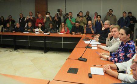 Sin enfrentamientos, se reúne Kiko Vega con manifestantes