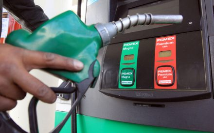 Mañana gasolina baja dos centavos por litro