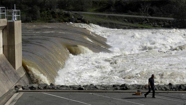 Incertidumbre por daños en la represa Oroville en California