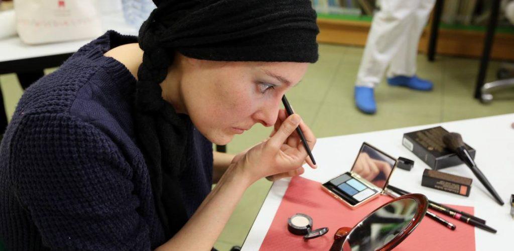 """""""Donatón de Maquillaje"""", pintará sonrisas a mujeres con cáncer"""