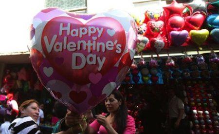 Mexicanos gastan cerca de 500 pesos en regalos