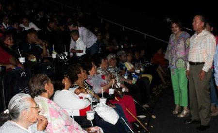 Lleva DIF Tecate al cine a niñas, niños y adultos mayores