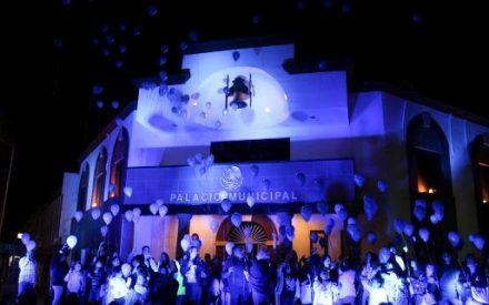 Se ilumina Palacio Municipal como símbolo de Inclusión
