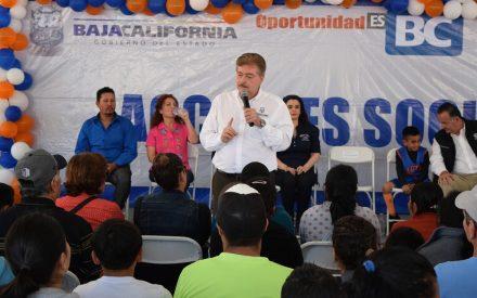Festeja Gobernador Francisco Vega a niños de Ensenada