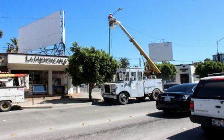 Da Gobierno Municipal mantenimiento al alumbrado público de la Zona Centro