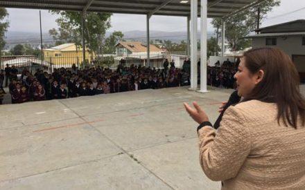 Alcaldesa presente en acto cívico de regreso a clases