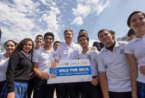 Garantizar el acceso a la educación media superior a todo joven que desee estudiar, es una prioridad para la administración estatal que encabeza el Gobernador Francisco Vega