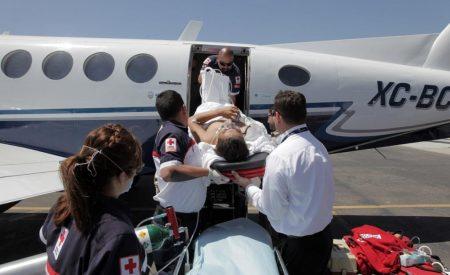 Trasladan en ambulancia aérea a joven accidentado