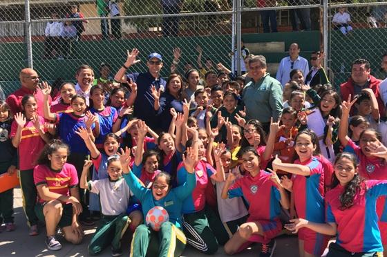 Imparten Clínicas de Fútbol a niñas y niños a través del Ayuntamiento y Consulado Americano