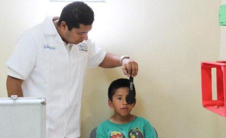 Atiende DIF Tecate salud visual de niñas y niños