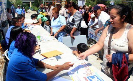 Entregan apoyos sociales a familias tecatenses