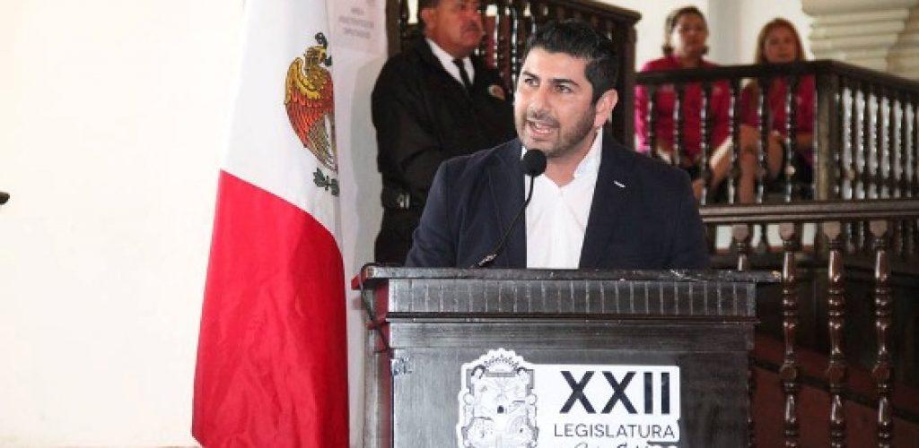 Insta diputado Arregui a conformar frente común por Ensenada