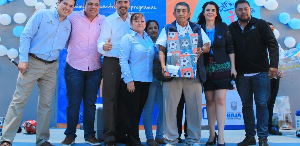Festeja Brenda Ruacho De Vega a padres en Tijuana