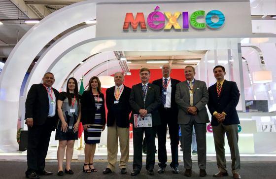 Anuncian empresas Aeroespaciales al Gobernador Kiko Vega, crecimiento en BC, durante evento en París