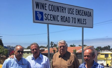 Instalan nueva señalización vial para la Ruta del Vino