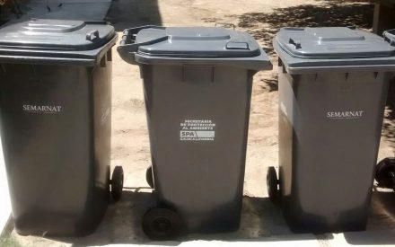 Entregan contenedores para disposición de residuos en Tecate