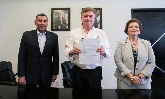 Firma Gobernador Francisco Vega decreto referente al Sistema Estatal Anticorrupción