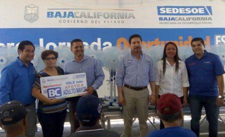Beneficia Gobierno del Estado a familias tecatenses con apoyos sociales