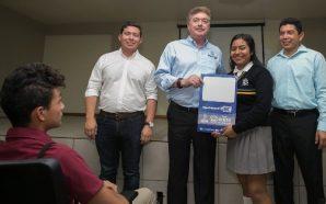 """Entrega Gobernador """"Becas transporte joven BC"""" a estudiantes de Tecate"""