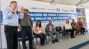Inaugura Gobernador Kiko Vega pozo de agua en Valle de las Palmas